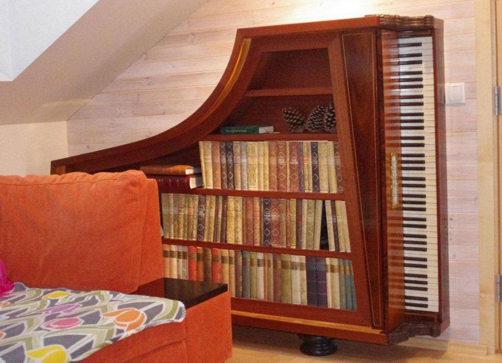 Ongebruikte piano krijgt boekenkastbestemming