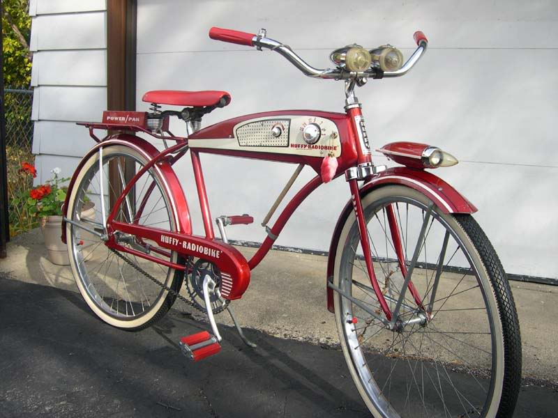 Helemaal de man met de Huffy Radiobike (1955)