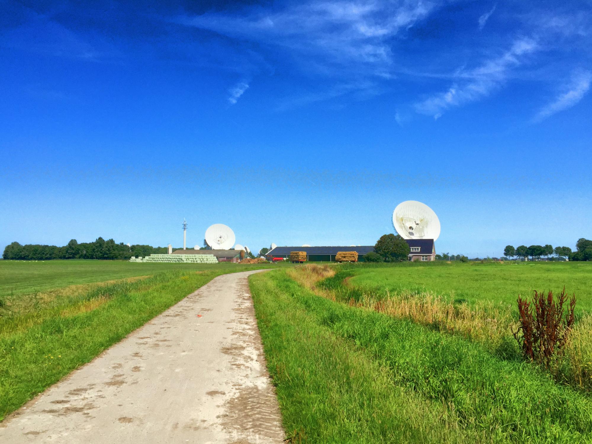 Het satellietstation 'It Greate Ear' bij het Friese dorpje Burum, onder andere gebruikt door de AIVD.